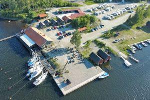 Vy över Axmar Brygga Havskrog, restaurang, ställplatser, gästhamn