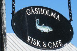 Gåsholma Fisk & Café skylt